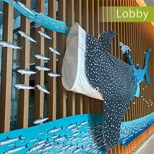 ロビー展示 手染めジンベイザメ