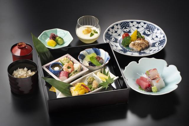 日本料理箱膳