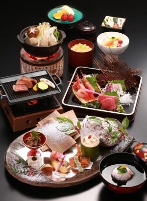日本料理で旬を味わう宿泊プラン ~35㎡以上のお部屋と10種の露天風呂巡り~