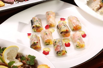 秋刀魚と野菜の生春巻き 朴葉味噌風味