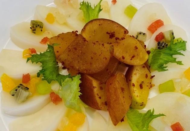 蕪と果物のマリネ 飛騨産ドライトマト風味