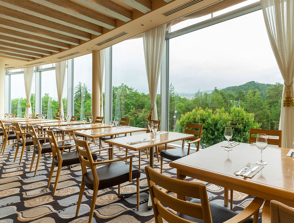 Restaurant where guests  can taste foodstuffs from Takayama while watching the magnificent panorama view of the North Alps.